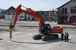 Start der Entsiegelungsarbeiten auf dem Stadtoval