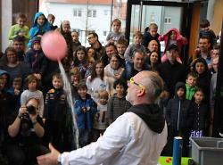 Wissenschaft hautnah erleben ? beispielsweise bei der Live-Experimental-Show zum großen Abschlussfest der explorhino-Jubiläumsfeier.