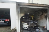 Pkw-Brand in Garage