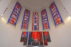 Rundbogenfenster der Pfarrkirche St. Stephanus