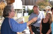 Archaeologin Dr Maren Siegmann aus Freiburg zeigt die Herstellung edler Glasperlen