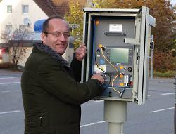 Bürgermeister Karl-Heinz Ehrmann nahm den neuen Blitzer in Betrieb