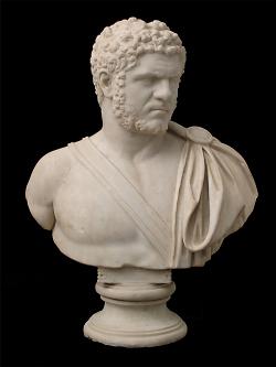Auf diesem Bild ist die Büste von Kaiser Caracalla im Limesmuseum Aalen zu sehen.