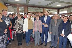 Oberbürgermeister Thilo Rentschler begrüßt den Chor Bárdos Lajos Vegyeskar.