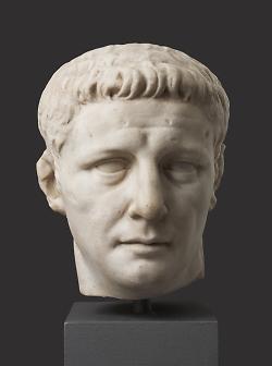 Auf diesem Bild ist die Büste von Kaiser Claudius im Limesmuseum Aalen zu sehen.