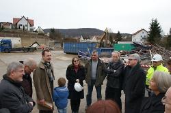 Zahlreiche Ortschaftsräte und Stadträte waren zum Baggerbiss gekommen