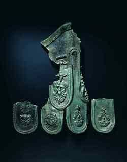 Fragmente einer bronzenen Kaiserstatue vom Limestor bei Rainau-Dalkingen.