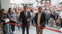 Oberbürgermeister Thilo Rentschler eröffnete gemeinsam mit Projektentwickler und Architekt Volker Merz das neue Einkaufszentrum.