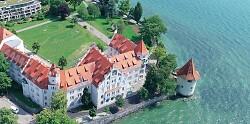 Auf diesem Bild ist das Schloss der Insel Lindau zu sehen.