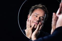 Auf diesem Bild ist der Kabarettist Lars Reichow zu sehen.