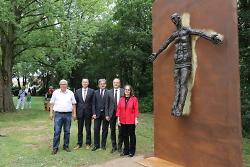 Eröffnung Sieger-Köder-Weg: Enthüllung Sieger-Köder-Büste