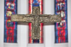 Expressives Bronzekreuz von Sieger Köder