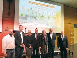 v.l.n.r.: Matthias Müller (cellent GmbH), Dr. Stephan Anders (DGBN e.V.), Susanne Schatzinger (Fraunhofer IAO), Oberbürgermeister Thilo Rentschler, Prof. Dr. Anna Nagl (Hochschule Aalen), Prof. Dr. Werner Sobek (Gründer Werner Sobek Group und Leiter ILEK), Prof. Dr. Heinz-Peter Bürkle (Hochschule Aalen).