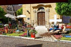 Der Platz an der Stadtkirche wurde in bewährter Form vom Blumenhaus Ulrich und der Gärtnerei im langen Teich aus Oberkochen mit Unterstützung vom Sanitärbetrieb Vitus König gestaltet.