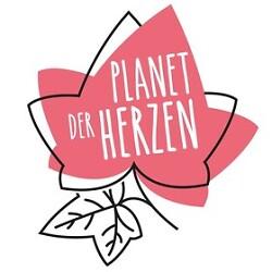 """Auf diesem Bild sind zwei grafisch dargestellte Efeublätter mit dem Schriftzug """"Planet der Herzen"""" zu sehen. Die Grafik gehört zum Konzert KlimaNot(e) der Musikschule Aalen."""