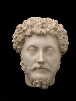 Auf diesem Bild ist die Büste von Kaiser Marcus Aurelius (Marc Aurel) im Limesmuseum Aalen zu sehen.
