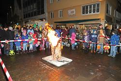 Das Martinsfeuer am Marktbrunnen war der Abschluss der Martinsfeier