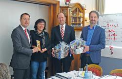 Im Bild von links nach rechts: Oberbürgermeister Thilo Rentschler, Bürgermeisterin Petra Schupp (Neubulach), Georg Guntermann (Bad Fredeburg), Geschäftsführer Hubertus Schmid (Schmallenberg).