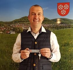 Auf diesem Bild ist der Ortsvorsteher von Unterkochen, Florian Stütz, zu sehen.
