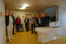 Die Vorbereitungen sind getroffen: Bei Bedarf kann der Ostalbkreis in der Aalener Ulrich-Pfeifle-Halle ein ärztliches Notfallzentrum einrichten. Die Kassenärztliche Vereinigung kann das Fieberzentrum kurzfristig in Betrieb nehmen. Stimmten sich vor Ort mit dem gebotenen sozialen Sicherheitsabstand ab: (v.l.n.r) Dr. Sebastian Hock, Dr. Hariolf Zawadil, Wolfgang Schlipf, Landrat Klaus Pavel, Oberbürgermeister Thilo Rentschler, Prof. Dr. Ulrich Solzbach, Silvia Heisig (Kliniken Ostalb), Bernd Schiele (Malteser Hilfsdienst), Dezernent Thomas Wagenblast und Frank Abele (Landratsamt Ostalbkreis).