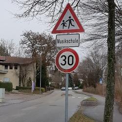 Geschwindigkeitsbegrenzung an der Musikschule