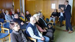 OB Thilo Rentschler (re.) referierte im Café Nostalgie zum Thema Stadtentwicklung.