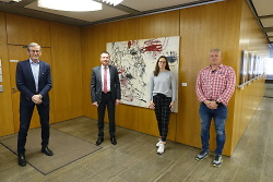OB Thilo Rentschler (2.v.li.) empfing Schwimmerin Carolin Morassi (2.v.re.), Trainer Peter Rothenstein (re.) und Manfred Pawlita zum Austausch.