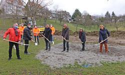 Thomas Mayer, Walter Bortolazzi, Baubürgermeister Wolfgang Steidle, OB Thilo Rentschler, Andrea Hatam und Brigitte Seibold (v.li.) gaben den Startschuss für den Hochwasserschutz im Spiesel.