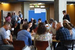 Beim Integrationshearing 2018 tauschten sich viele Gruppen im Rathaus aus.
