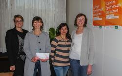 Von links nach rechts: Carmen Schweinstetter, Amtsleiterin Amt für Bildung, Schule und Sport sowie die glücklichen Gewinner Frau Krauß, Frau Balint und Frau Kordik.