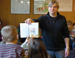 Der Autor Salah Naoura war einer der vielen Gäste in der Stadtbibliothek Aalen.