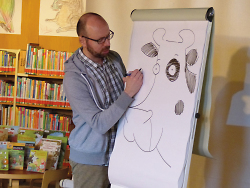 Die Kuh ?Lieselotte? und deren Autor und Illustrator Alexander Steffensmeier waren die Attraktion bei den Kinderbuchwochen.