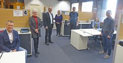 OB Thilo Rentschler und Bürgermeister Karl-Heinz Ehrmann haben die Mitarbeiter*innen im Bürgeramt besucht. Hinter Plexiglasscheiben erledigen sie nach Terminabsprache die Anliegen der Bürger*innen.