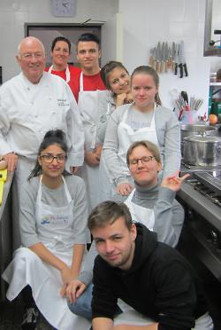 Rötenberger Jugendliche zu Besuch bei den Europa Miniköchen