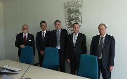 Bei der Eröffnung der neuen Räume des Arbeitsgerichts (v.li.): Claus Schüßler, Hans-Paul Schwarz, Jürgen Gneiting, OB Thilo Rentschler sowie Ernst Amann-Schindler.