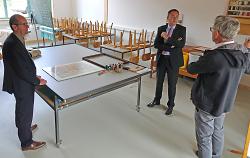 Gemeinsam mit Bürgermeister Karl-Heinz Ehrmann ließ sich OB Thilo Rentschler die Räume des neuen Werkstattgebäudes von Ulrich Seidel erläutern.