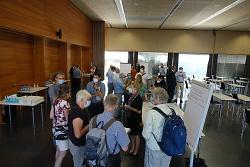 An Thementischen wurden Fragen und Anregungen der Besucher*innen diskutiert.