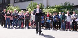 OB Thilo Rentschler sprach unter Beteiligung des Bürgerchors über die im Grundgesetz festgeschriebenen Werte.