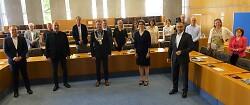 OB Thilo Rentschler (mit Amtskette) und Kanzlerin Ul-rike Messerschmidt begrüßten die Kanzler*innen der Hochschulen für angewandte Wissenschaften in Aalen.