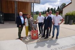 Staatssekretärin Petra Olschowski (2.v.li.) hat sich am Limesmuseum über die wissenschaftliche Darstellung des Welterbes Limes in formiert. Erster Bürgermeister Wolfgang Steidle (3.v.re.) erläuterte gemeinsam mit Prof. Dr. Claus Wolf (re.) die Konzeption dazu.