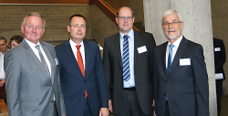 v.l.n.r.: Claus Schmiedel (SIBE), Oberbürgermeister Thilo Rentschler, Markus Schmid (IHK Ostwürttemberg), Landrat Klaus Pavel