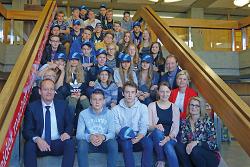 Bürgermeister Karl-Heinz Ehrmann (l.) empfing die Austauschschüler.