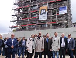 Beim Richtfest am Rötenberg wurden die Vorzüge der neuen Bebauung herausgestellt.