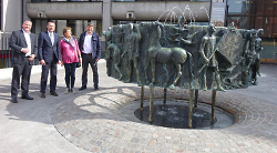 Der Rathausbrunnen sprudelt wieder gewohnt Wasser
