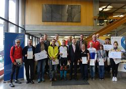 Oberbürgermeister Thilo Rentschler gratulierte den erfolgreichen Teilnehmern des Stadtradelns.