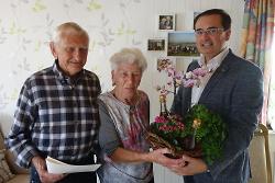 Paul und Viktoria Krause feierten  ?Eiserne Hochzeit? ? Erster Bürgermeister Wolfgang Steidle gratulierte.