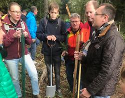 Erfolgreiche Baumpflanzaktion #einheitsbuddeln in Treppach.