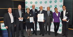Erste Bürgermeisterin Jutta-Heim Wenzler und Citymanager Reinhard Skusa nahmen in Stuttgart den Preis entgegen.