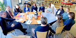 OB Thilo Rentschler zog mit den Mitarbeitern der Stadtbibliothek sowie Vertretern von 19 Institutionen ein positives Resümee der 25. Kinder- und Jugendliteraturtage Baden-Württemberg.