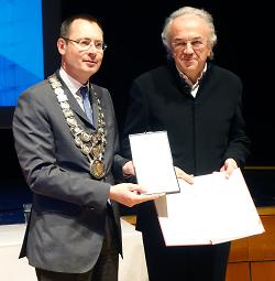 Große Ehrenplakette der Stadt Aalen für Werner Sobek.
